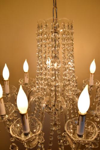 Liberace, lit, center view