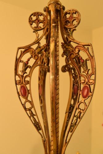 Fuchsia chandelier, full view of center stem