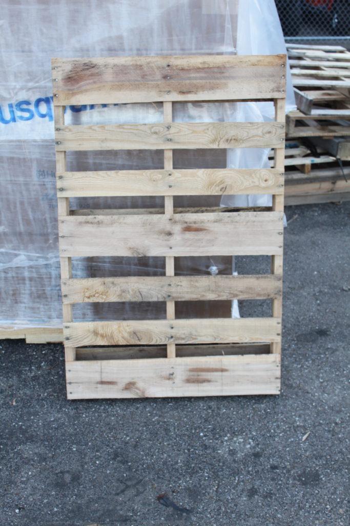 Great clean pallets via http://oldworldgardenfarms.com/
