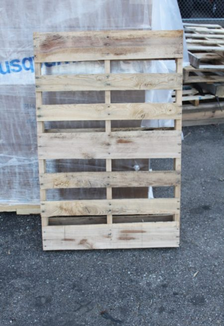 Great clean pallets via http://oldworldgardenfarms.com/