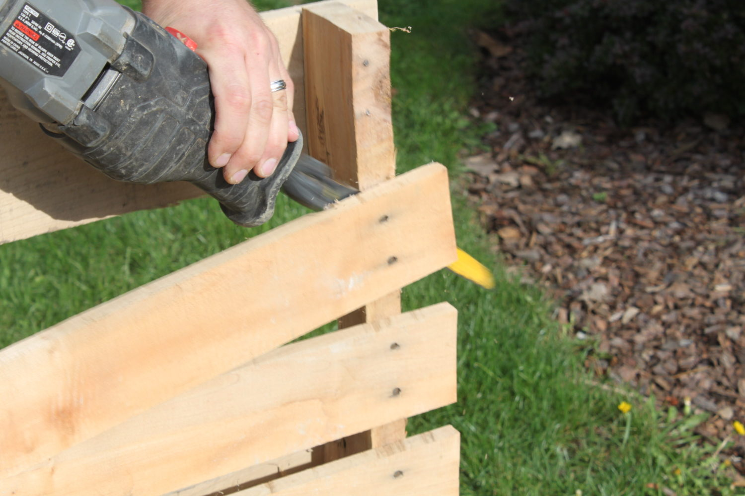 Excellent How to Disassemble Pallets With Ease - Old World Garden Farms VP45