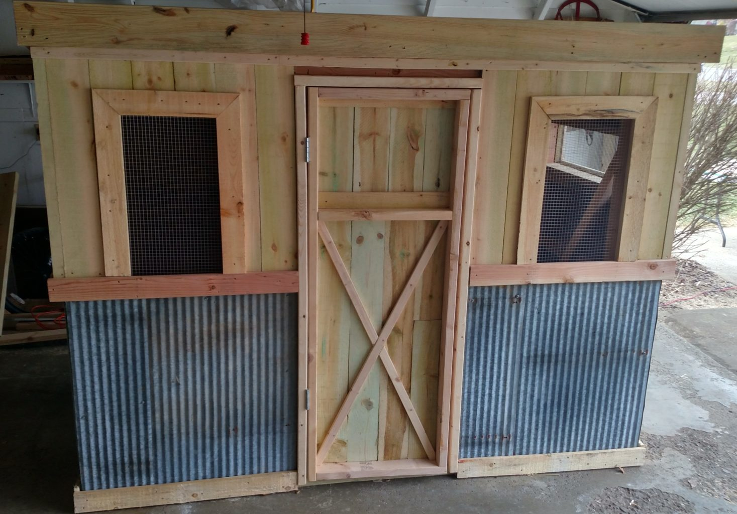 The recycled chicken coop pallet project old world for How to build a chicken coop from wooden pallets