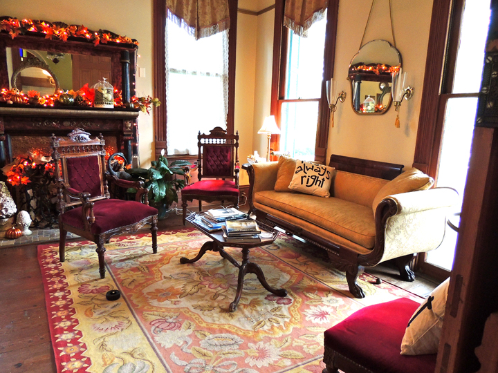 vintage antique living room coppersmith inn