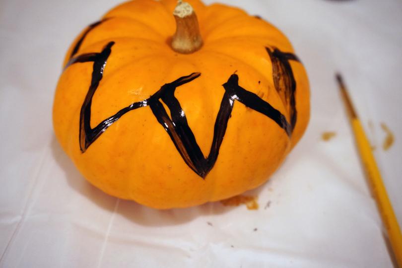 diy free hand painted pumpkins for halloween