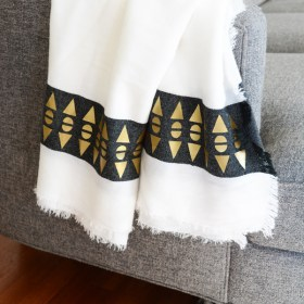 Cricut Gold – Throw Blanket with a Geometric Patterned Edge