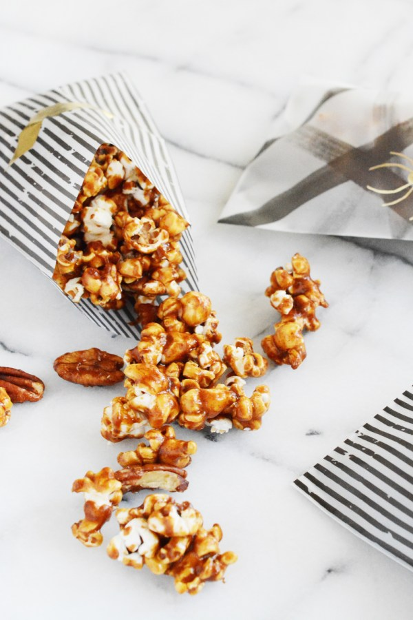 Pumpkin Spice Caramel Corn wih Pecans