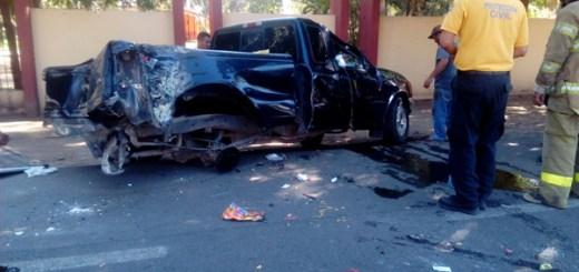 familia sale herida en una volcadura en Navolato