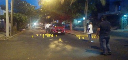 De más de 40 balazos asesinan a una persona en su coche mientras circulaba por la ciudad