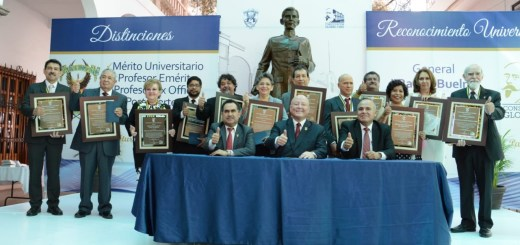 """Entrega Rector el Premio """"Gral. Rafael Buelna Tenorio"""" a universitarios destacados"""