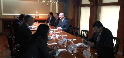 Rector participa en encuentro con titular de la SEP para atender problemas de las universidades