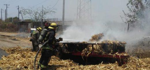 Se incendia una plataforma con alimento para ganado