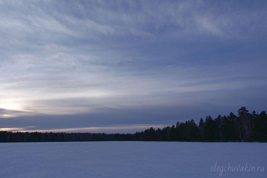 Красивый закат над полем, март, фото