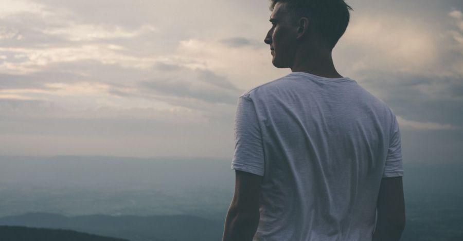 Человек на закате, фото, иллюстрация