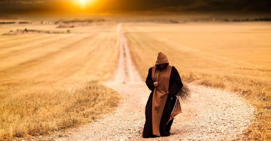 Монахиня, тёмная фигура, пророчество, фото