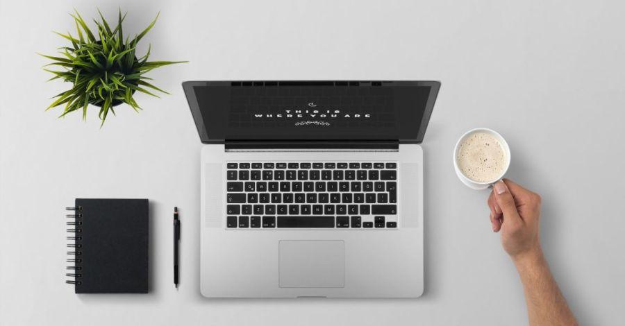 Ноутбук, макбук, блокнот, ручка, чашка, фото