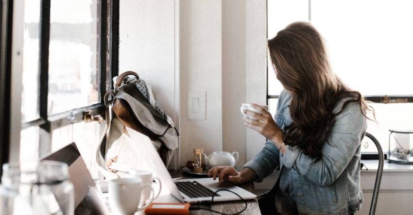 Девушка, компьютер, ноутбук, творческие планы, фото