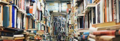 Букинистический магазин, книги, много книг, бульварная литература, фото