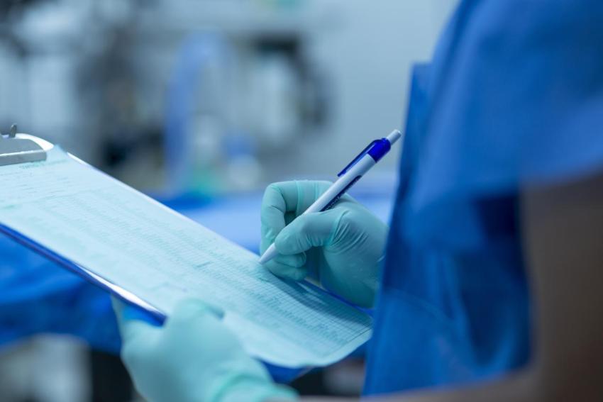 Доктор, хирург, операционная, список пациентов, пациент ноль, попаданец Петров