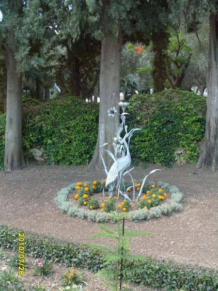 Скульптуры Бахайских садов