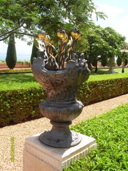 Очередная чаша Бахайских садов