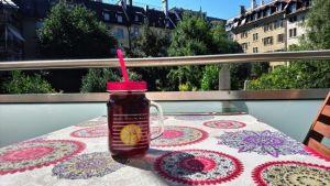 Sangria en la terraza de verano