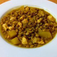 Lentejas al curry con pollo y manzana, una receta fácil, ligera y sana