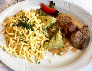 Paste rellena típica de la gastronomía de la selva negra