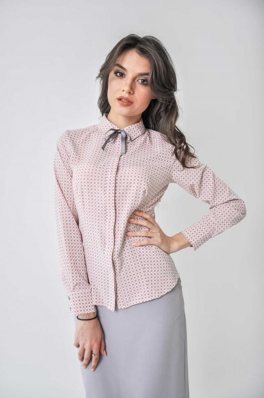Розовая блуза с принтом