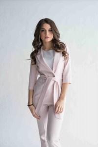 Розовый пиджак с поясом