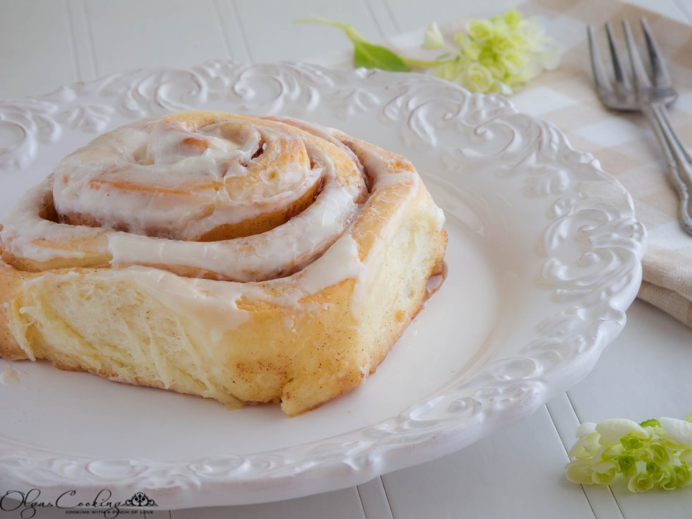Cinnamon Apple Rosette Rolls