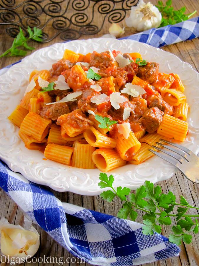 Rigatoni in Tomato & Beef Sauce