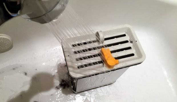 Cleaning condenser element