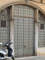 Faro door in metal and glass