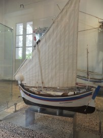 The Boa Esperança has a latin sail and is from Castro Marim. The boat had no specific purpose and was named after its owner.