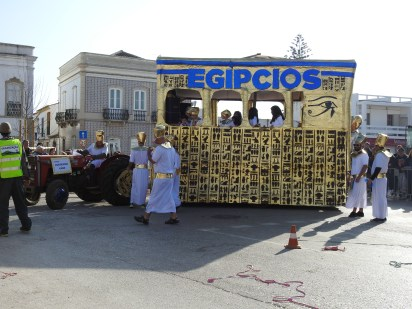 Egyptians negotiating the turn