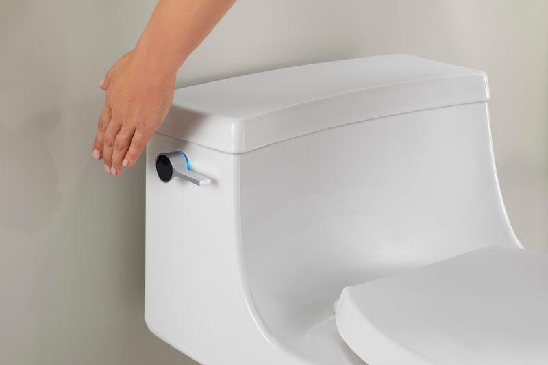 Vaso sanitário com sensor para evitar o toque, da Kohler