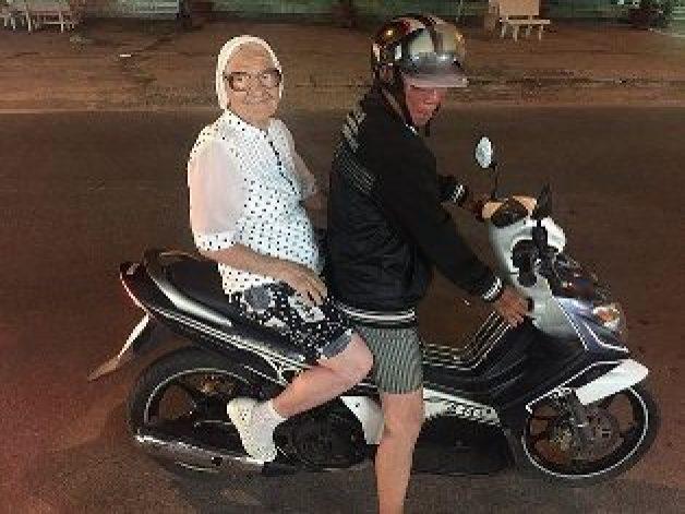 Senhora russa de 89 anos viaja sozinha pelo mundo