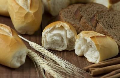 Variedade de pães que servem como alimentos para acampamentos e trilhas
