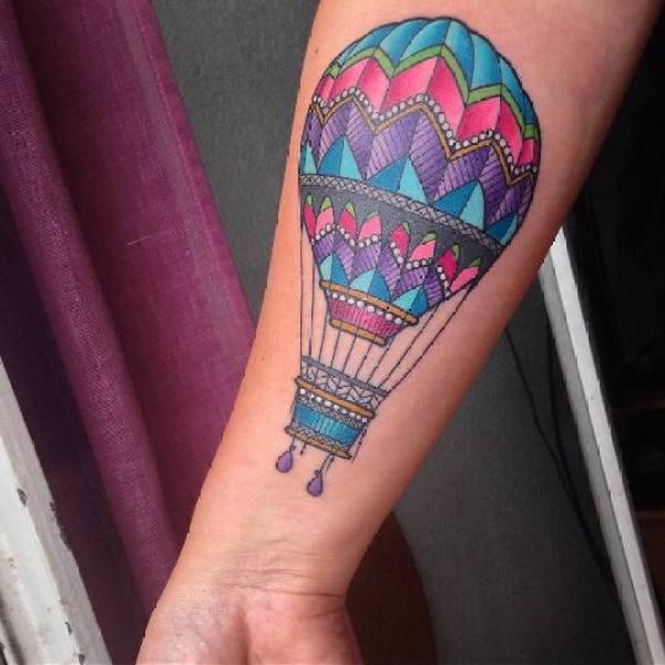 Tatuagem para quem ama viajar e ama as alturas, tattoo de balão representa