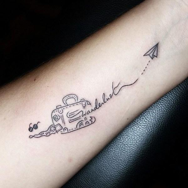 Tatuagens de mala de viagem para quem gosta de por o pé na estrada