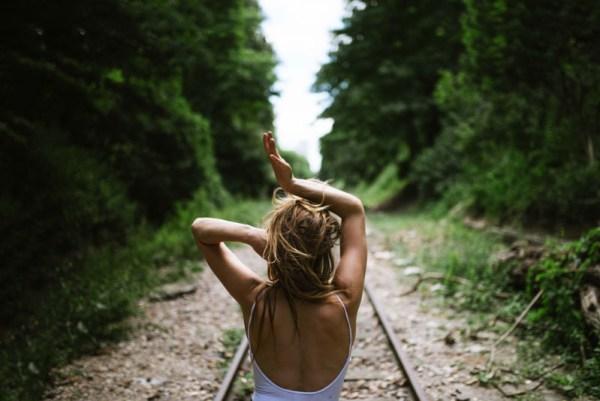 Viajar sozinha nos ajuda a desapegar