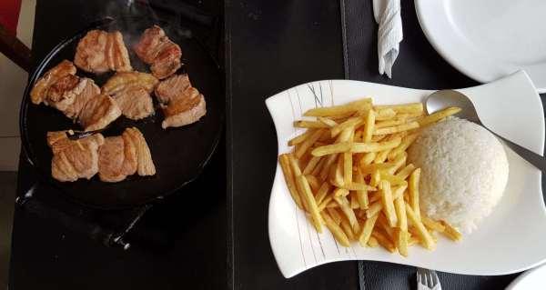 Fazer compras no Paraguai e depois almoçar no Restaurante del Fuego