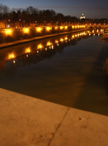 Lungotevere at night