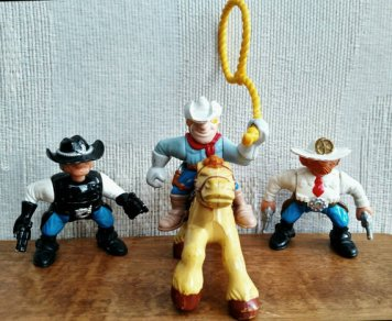 figurines cowboys