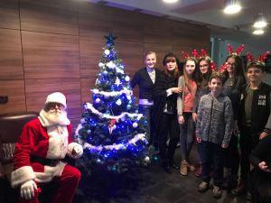 o5 300x225 - Moș Crăciun a venit la copiii Olimpiei