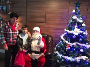 o6 1 300x225 - Moș Crăciun a venit la copiii Olimpiei