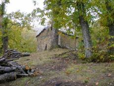 森の中の栗燻し小屋