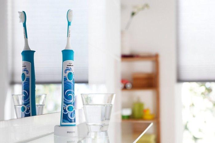On a testé la brosse à dents électrique « Sonicare for Kids » de Philips