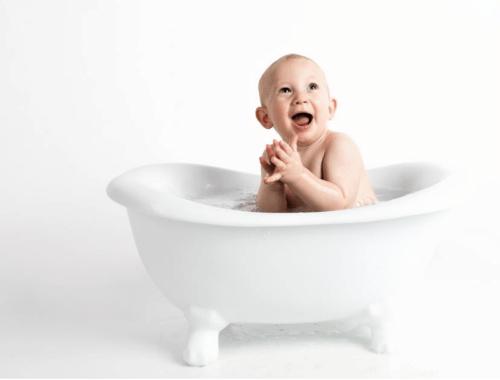 Conseils pour donner le bain à bébé en toute serenité