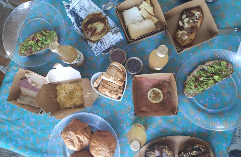 Lunch & brunch by sisters [Tours]